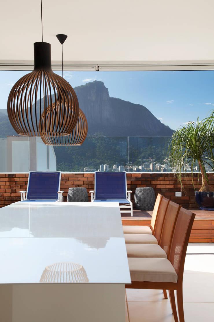 COBERTURA FCF: Salas de jantar  por Yamagata Arquitetura