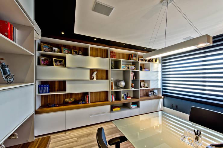 Рабочие кабинеты в . Автор – Espaço do Traço arquitetura