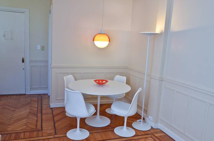 Departamento en Recoleta I: Comedores de estilo  por GUTMAN+LEHRER ARQUITECTAS