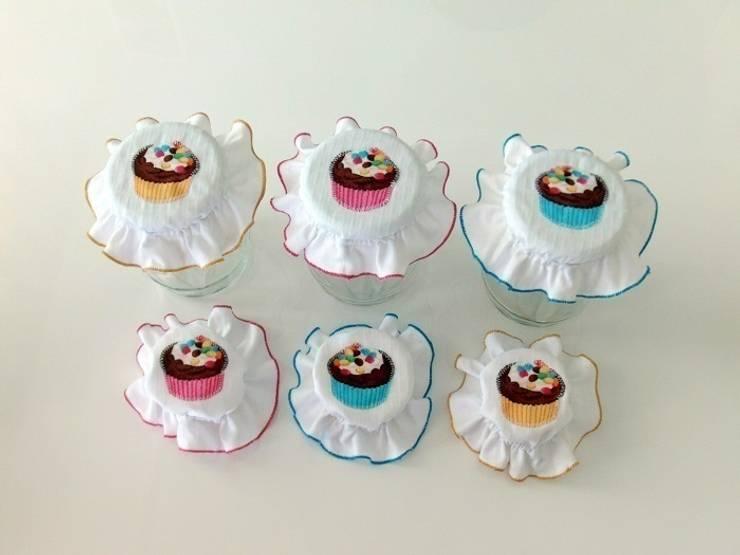Ceviz El İşleri – Cupcake aplikeli beyaz kavanoz kapağı süsleri: modern tarz Mutfak