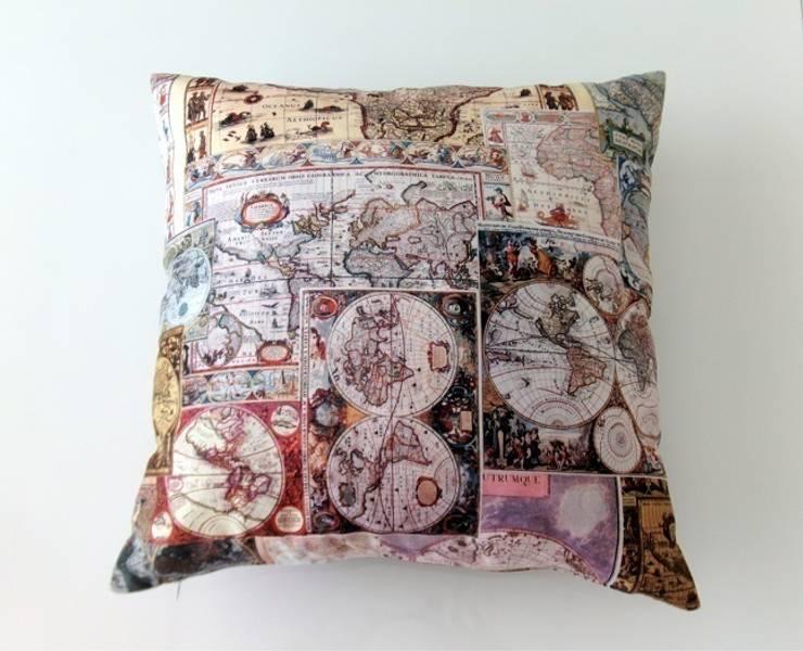 Ceviz El İşleri – Eski dünya haritalı dekoratif yastık: modern tarz , Modern