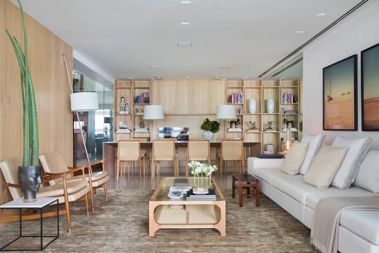 Cobertura MMJ: Salas de estar  por Yamagata Arquitetura