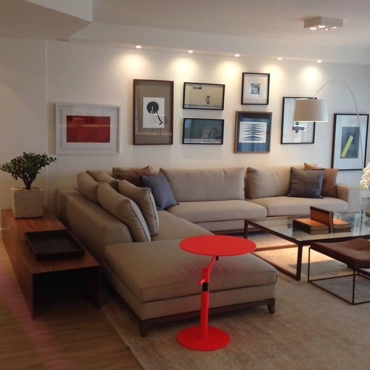 Residência Park Palace: Sala de estar  por Flavia Lucas & Adriana Esteves  - Arquitetura