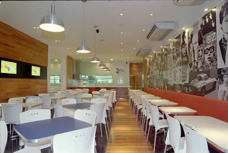 Hamburgueria Zacks - Centro: Espaços gastronômicos  por Flavia Lucas & Adriana Esteves  - Arquitetura,Moderno