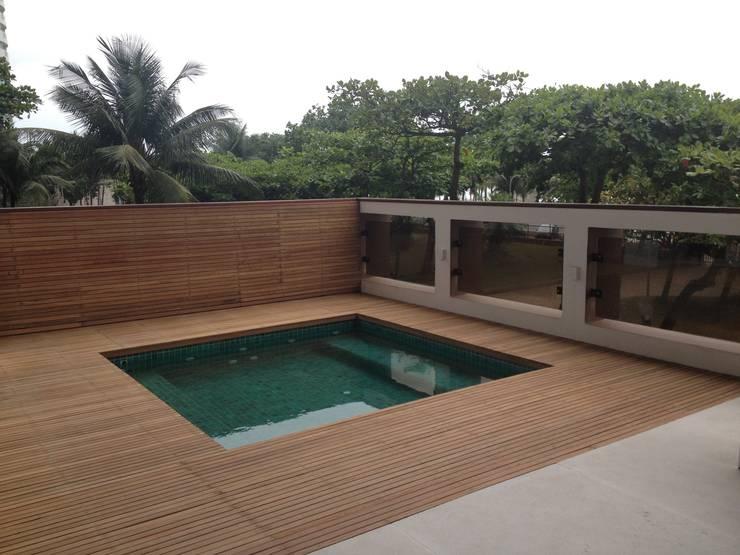 Residência Barramares: Terraços  por Flavia Lucas & Adriana Esteves  - Arquitetura