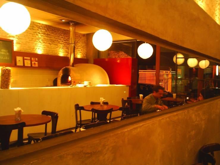 Giusta Pizza – Leblon: Espaços gastronômicos  por Flavia Lucas & Adriana Esteves  - Arquitetura,Moderno