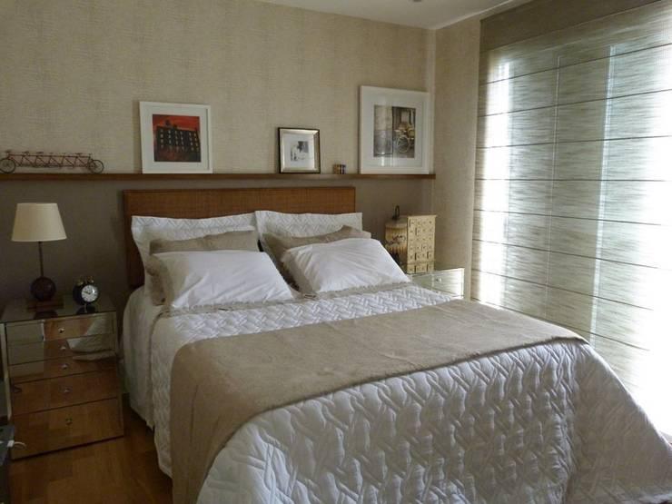 Produção Suite Master - residência em condomínio: Quarto  por E F DESIGN.INTERIORES.PAISAGISMO