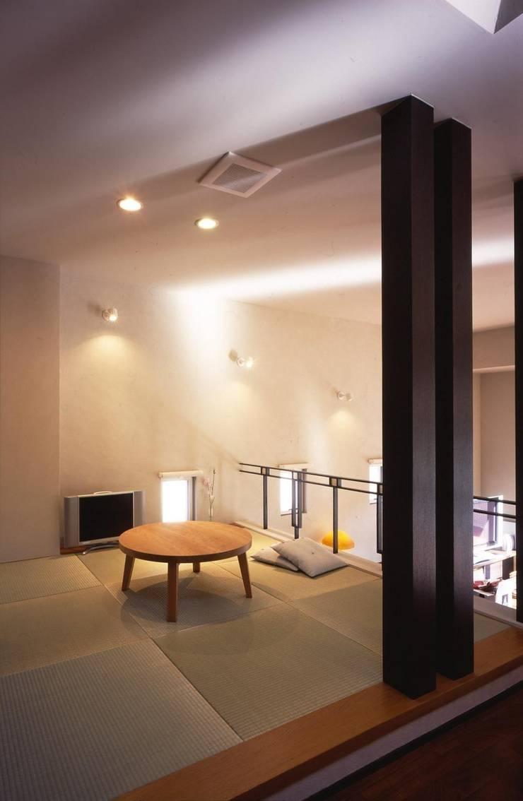 畳コーナー: MA設計室が手掛けたリビングです。