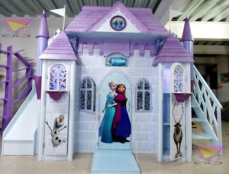 Espectacular castillo de Frozen: Habitaciones infantiles de estilo  por camas y literas infantiles kids world