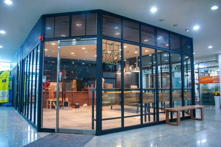 충정로 베이커리 & 카페: 플레전트빌 (Pleasant Ville)의  사무실 공간 & 가게