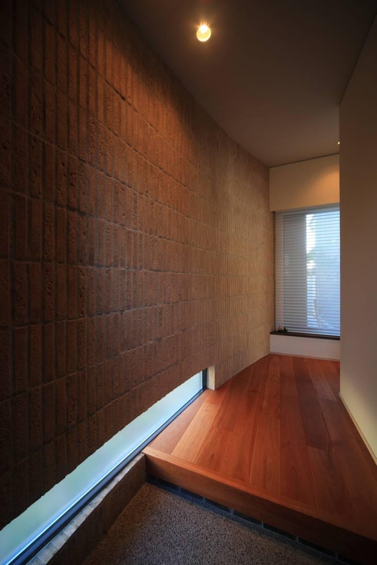玄関ホール: MA設計室が手掛けた家です。,モダン