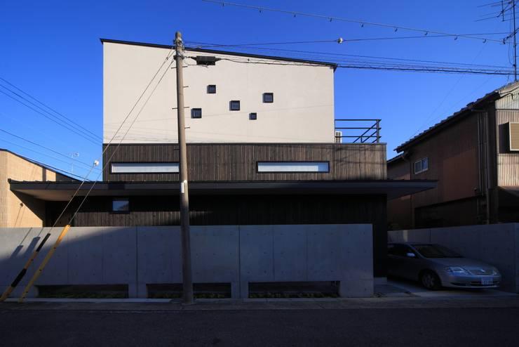 西側外観: MA設計室が手掛けた家です。,モダン