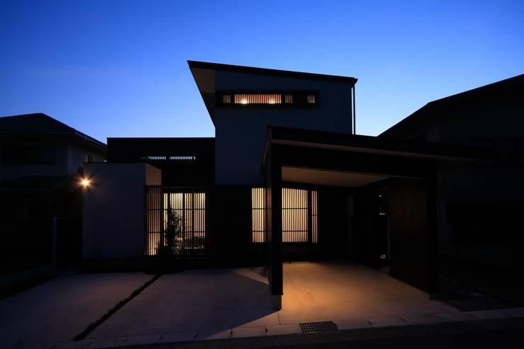 夕景: MA設計室が手掛けた家です。