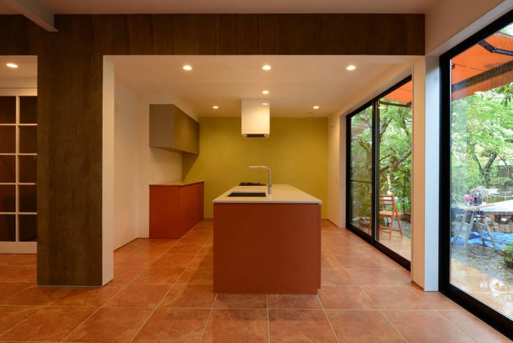 N邸: 福間優子建築設計事務所が手掛けた壁です。,オリジナル