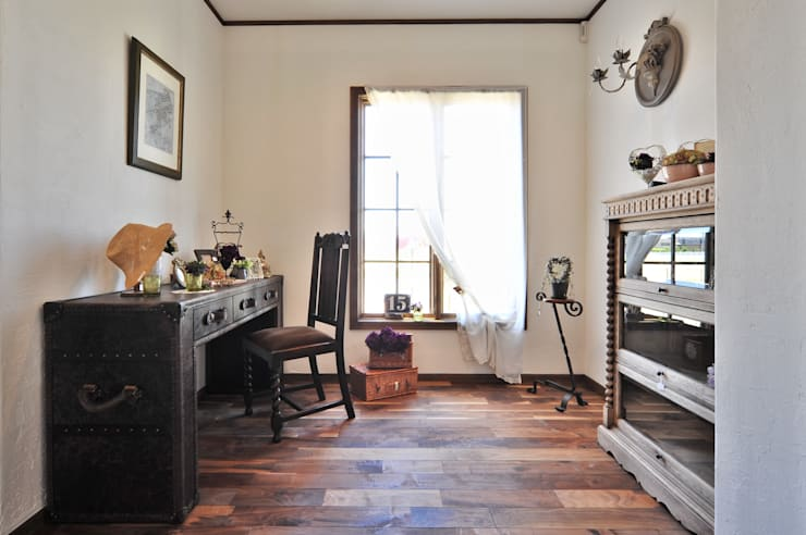 Den (書斎室).*: 株式会社 盛匠が手掛けた廊下 & 玄関です。