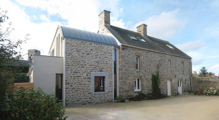 Réaménagement extension d'une longère Normande: Maisons de style  par Frederic Mauret