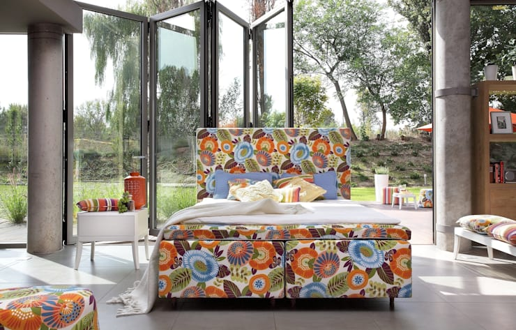 łóżko Duke Flower Power: styl , w kategorii Sypialnia zaprojektowany przez Swarzędz Home ,Skandynawski