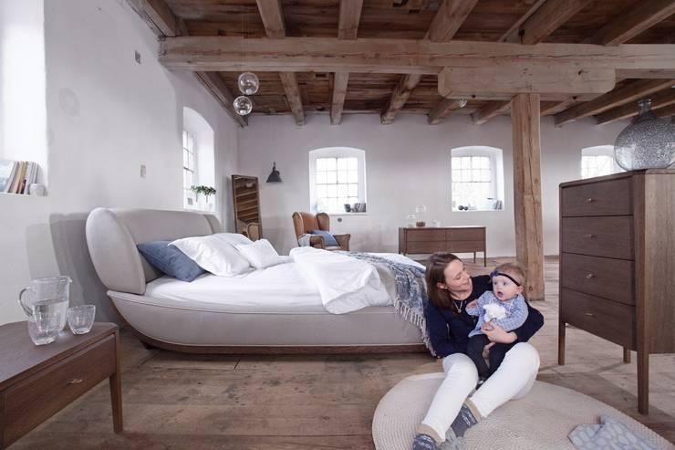 łóżko Joy Luxury: styl , w kategorii Sypialnia zaprojektowany przez Swarzędz Home