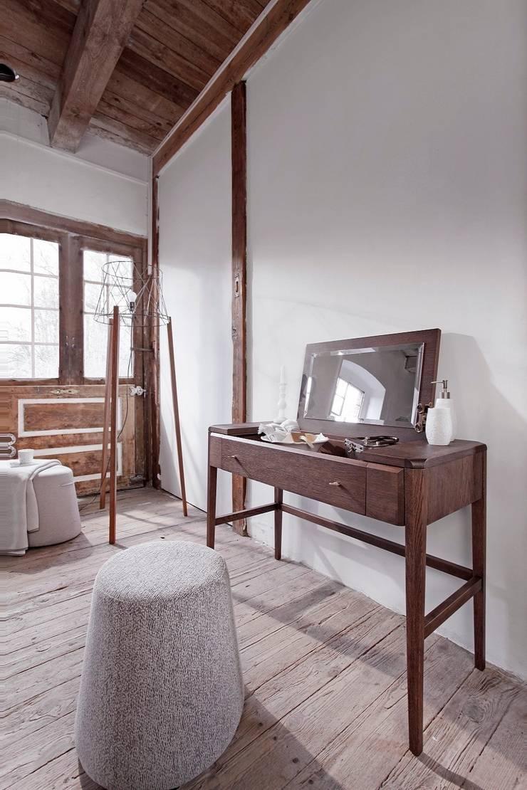 Toaletka Joy, pufy Nap: styl , w kategorii Sypialnia zaprojektowany przez Swarzędz Home