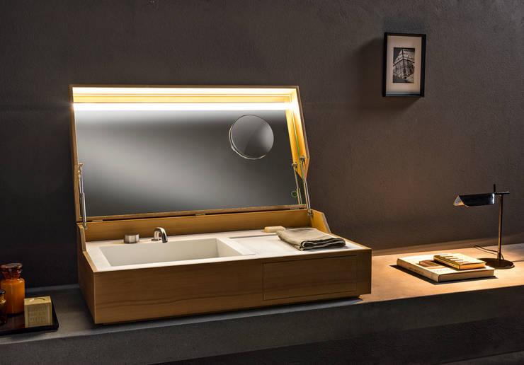 HIDDEN: Bagno in stile in stile Minimalista di Giulio Gianturco