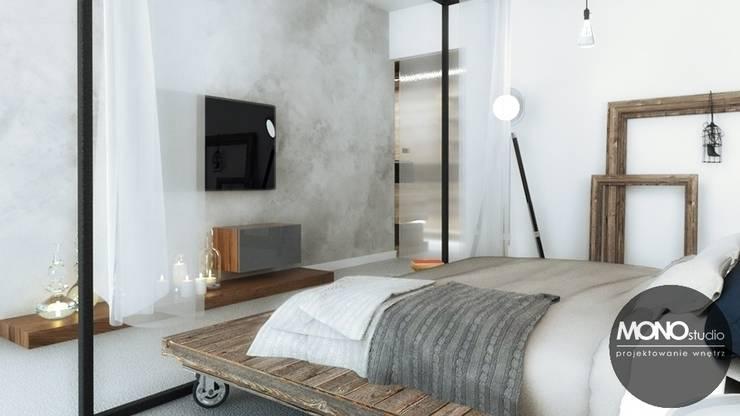 Stylizowana sypialnia z wykorzystaniem surowych materiałów: styl , w kategorii Sypialnia zaprojektowany przez MONOstudio