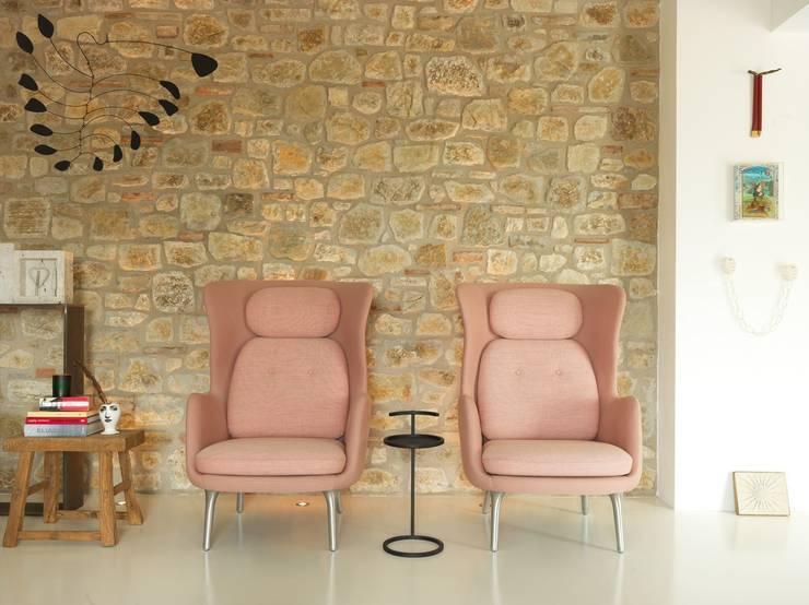 Salas de estilo minimalista por CASABELLA