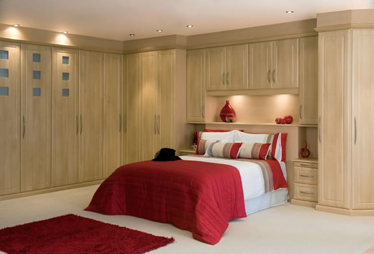 Ashford fitted bedroom furniture:  Bedroom by Chase Furniture