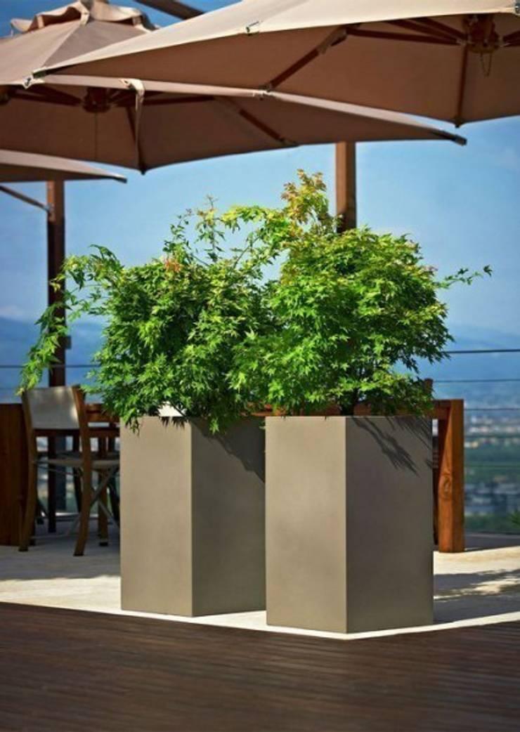 Donice KUBE HIGH: styl , w kategorii Ogród zaprojektowany przez Hydroponika - Wnętrz i zieleń,