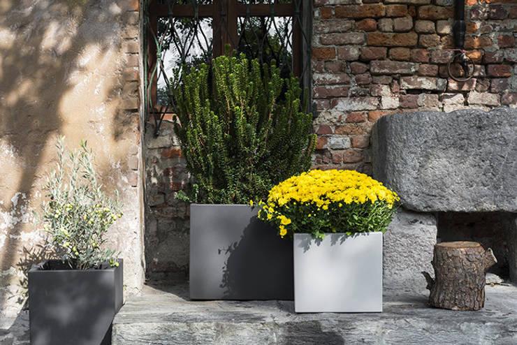 Donice CUBOTTI: styl , w kategorii Ogród zaprojektowany przez Hydroponika - Wnętrz i zieleń,