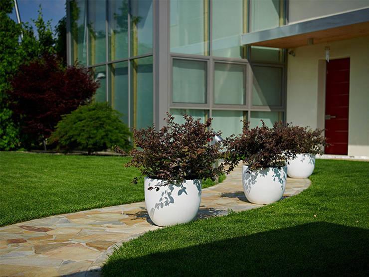 Donice ETRIA: styl , w kategorii Ogród zaprojektowany przez Hydroponika - Wnętrz i zieleń,
