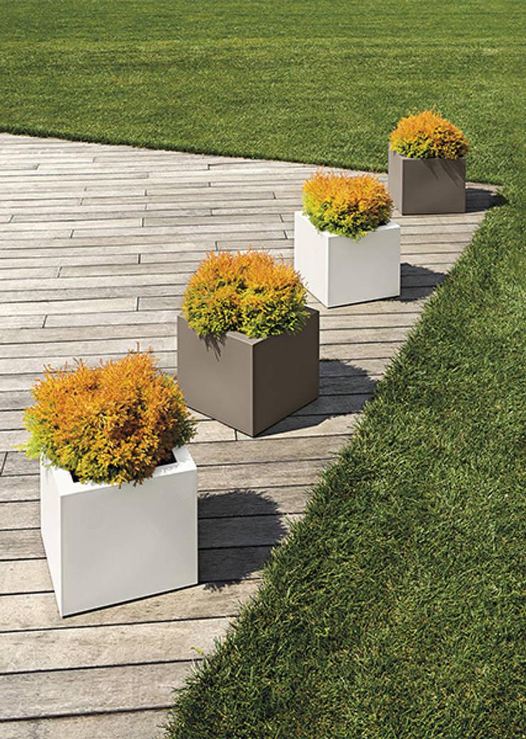 Donice KUBE: styl , w kategorii Ogród zaprojektowany przez Hydroponika - Wnętrz i zieleń,
