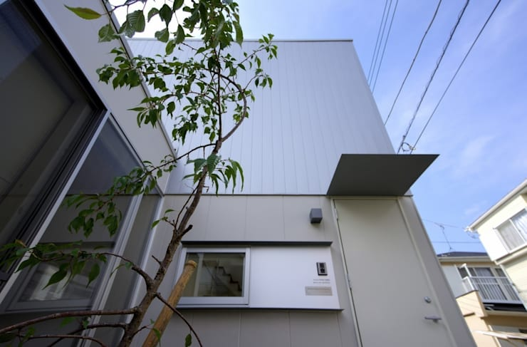 Maisons de style  par 株式会社FAR EAST [ファーイースト], Moderne