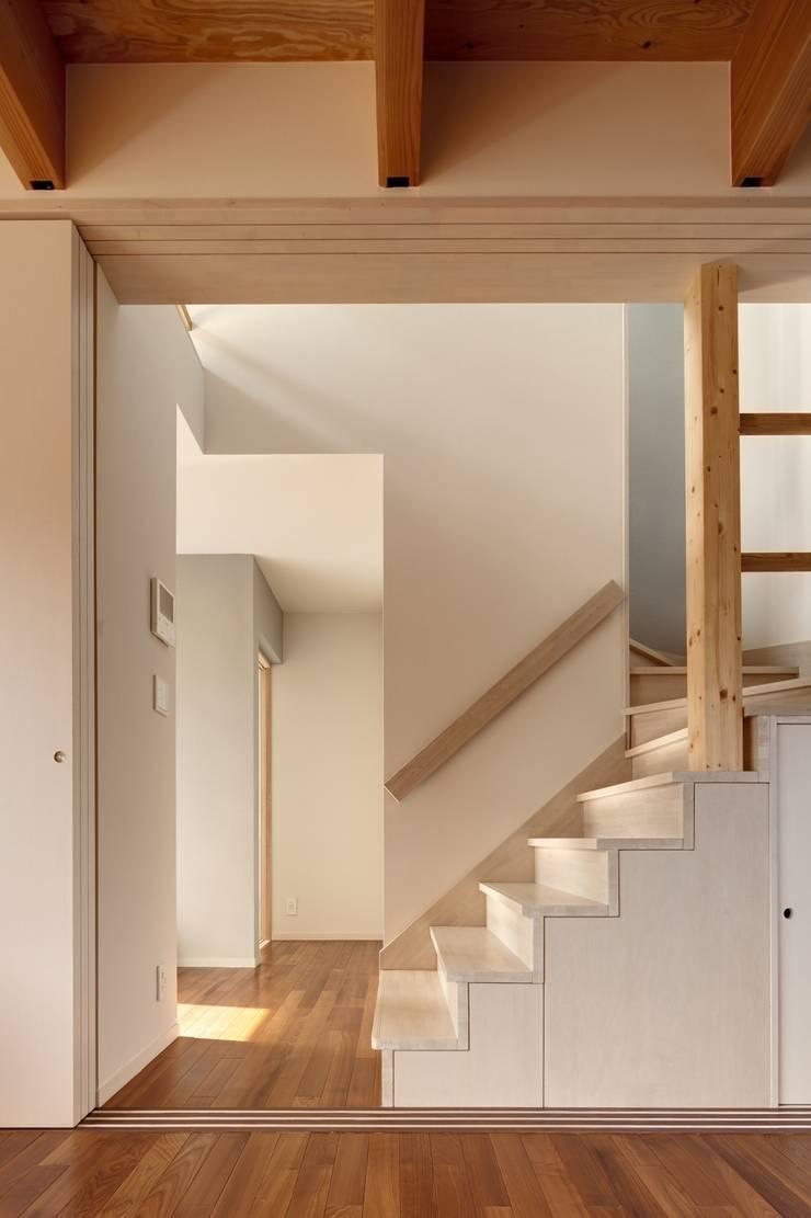 東松山の家: 株式会社FAR EAST [ファーイースト]が手掛けた廊下 & 玄関です。,モダン