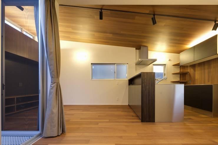 経堂の家: 株式会社FAR EAST [ファーイースト]が手掛けたキッチンです。,
