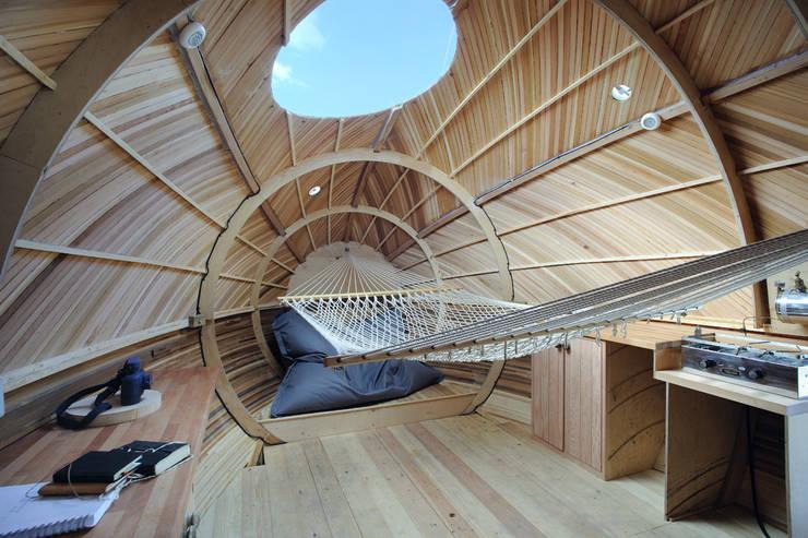 Salas / recibidores de estilo  por PAD studio
