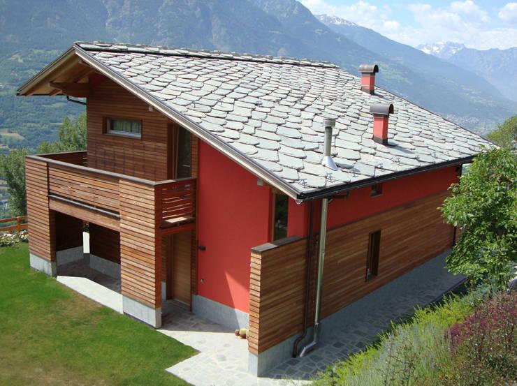 Projekty, nowoczesne Domy zaprojektowane przez Eddy Cretaz Architetttura