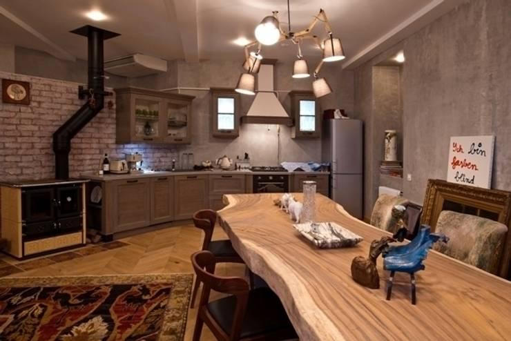 Частная квартира на Цветном Бульваре, г. Москва: Кухни в . Автор – Дизайн-студия интерьера 'ART-B.O.s'