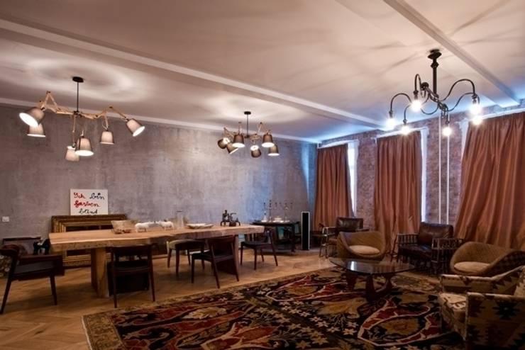 Частная квартира на Цветном Бульваре, г. Москва: Гостиная в . Автор – Дизайн-студия интерьера 'ART-B.O.s'