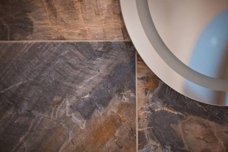 Частная квартира на Цветном Бульваре, г. Москва: Ванная комната в . Автор – Дизайн-студия интерьера 'ART-B.O.s'