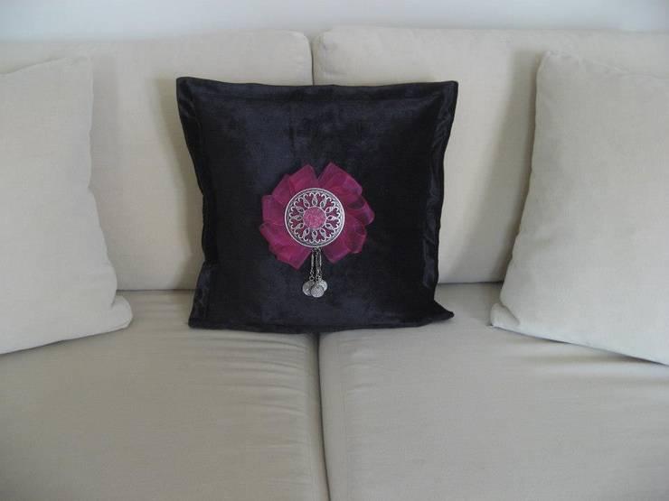 Melda Başçakır  – velvet pillow:  tarz İç Dekorasyon