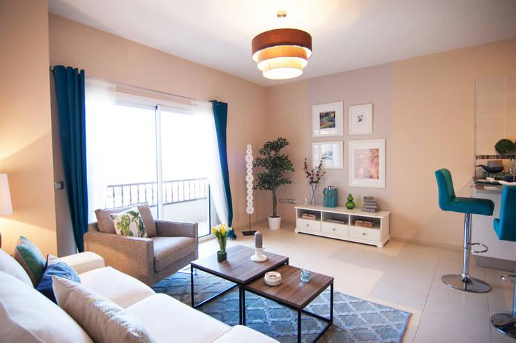 Salón TENERIFE 1 habitación: Salones de estilo  de Casas en Escena