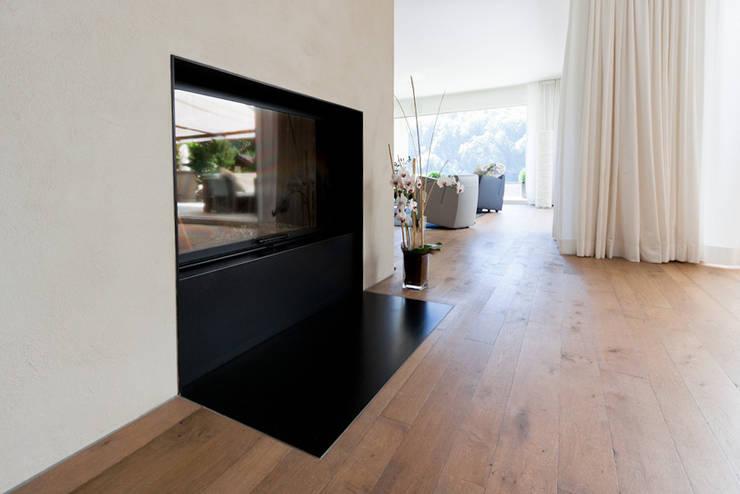 EFH Neubau bei Aarau: moderne Wohnzimmer von wernli architektur ag
