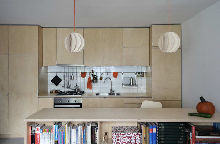 OŚWIETLENIE Z DREWNA -LAMPY PAPOULA : styl , w kategorii Salon zaprojektowany przez SEAN