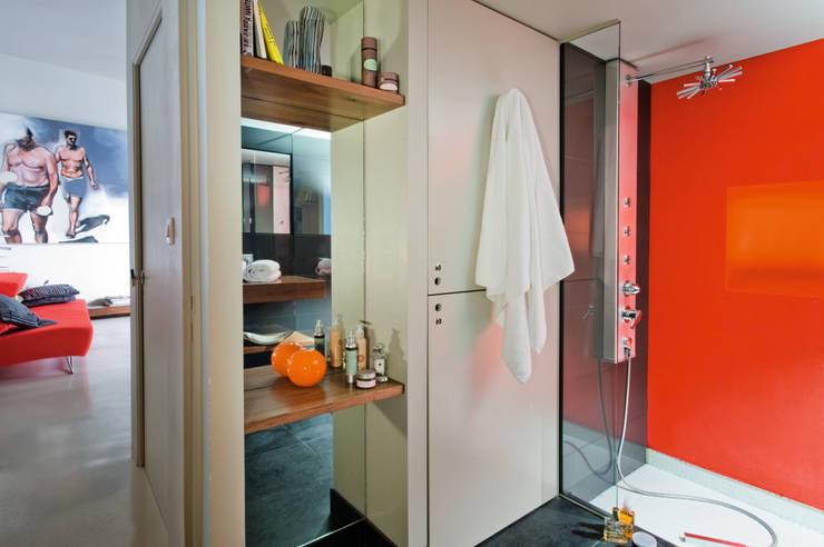 Loft Talensac: Salle de bains de style  par Les Colorantes