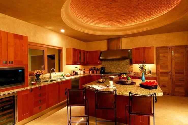Casa Cariza: Cocinas de estilo  por BR  ARQUITECTOS