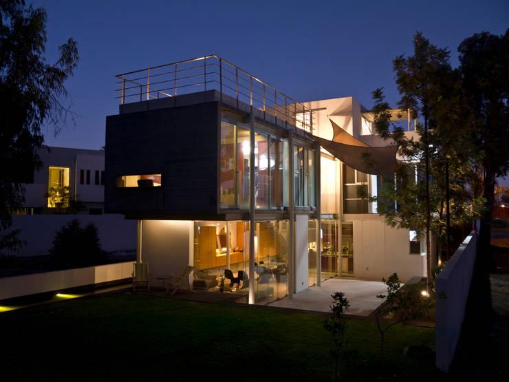 casa DAU-Z: Casas de estilo  por em-estudio