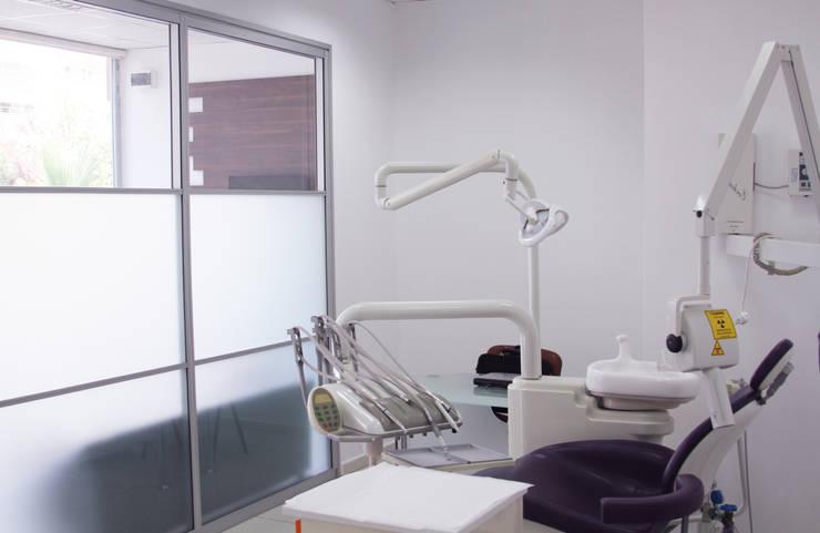 Gizem ONURMEN ARCHITECTS  – La petite dentiste: modern tarz , Modern
