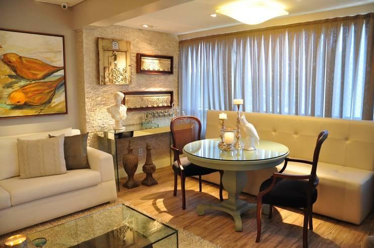 Sala B&N: Salas de estar  por Juliana Farias Arquitetura