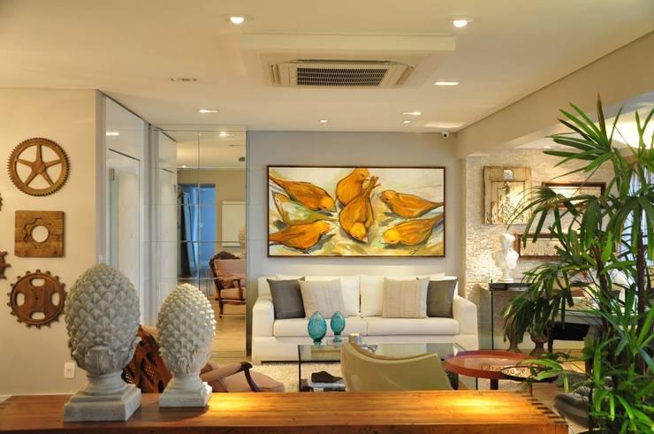 Sala B&N: Salas de estar modernas por Juliana Farias Arquitetura