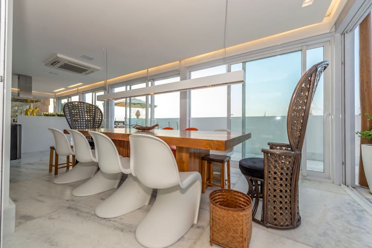 COBERTURA BEIRA OCEANO ATLAMTICO: Salas de jantar  por Renato Teles Arquitetura